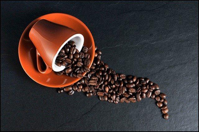 jak skutecznie usunąć plamy po kawie i kakao